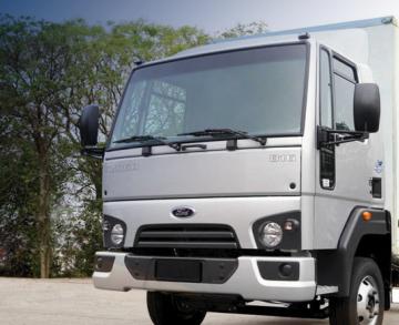 Saiba quais são as vantagens de caminhões semipesados em uma transportadora